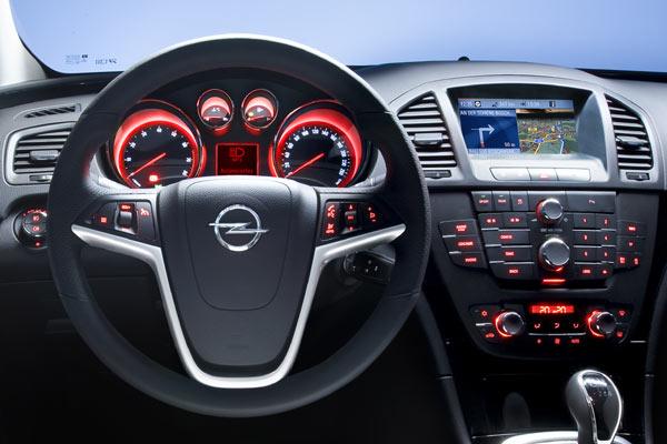 Fotostrecke: Interieur des Opel Insignia mit Verkehrszeichen ...